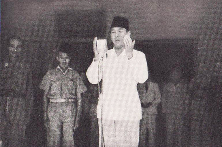 A photo of Soekarno praying during the Proclamation of Indonesian Independence.