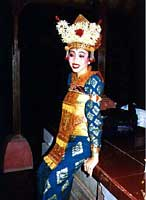 Wayan is a friend of Gung Mirah in Sadha Budaya troupe of Ubud. She performs Legong Lasem as one of the two legongs