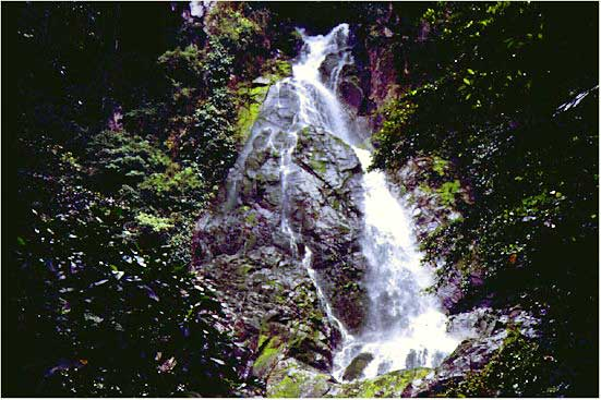Lombongo Waterfall